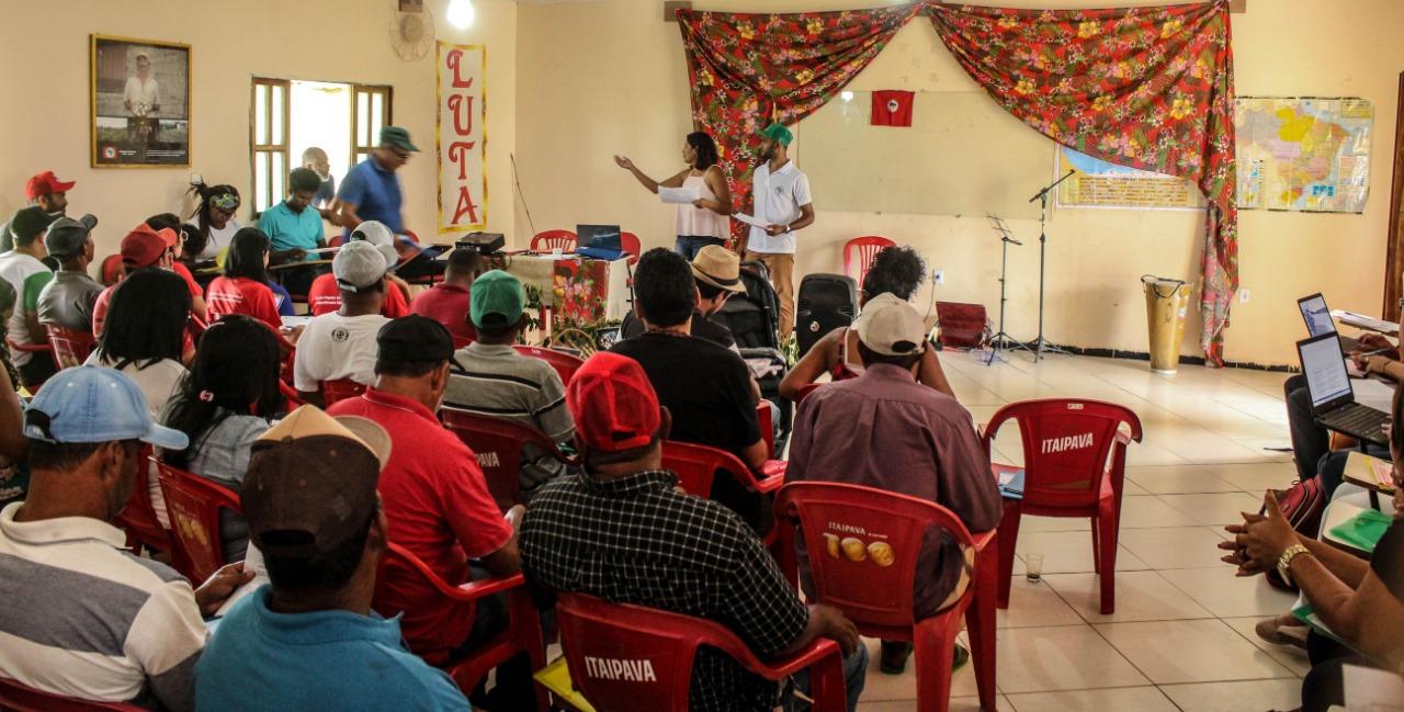 Gestão e valorização da agrobiodiversidade: seminário debate estruturação da rede produtiva da mandiocultura, produção de farinha e derivados no Extremo Sul da Bahia.
