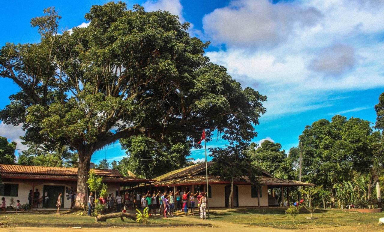 Prefeito se recusa a receber 20 leitos hospitalares em Itamaraju e MST cede centro de formação para o estado e  município.