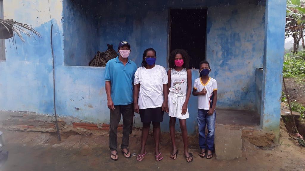 Na foto, família de agricultores que pode ser despejada no município de Ipiaú, que possui maior número de contágio de COVID-19 por habitante na Bahia (197 casos confirmados até 05/09)