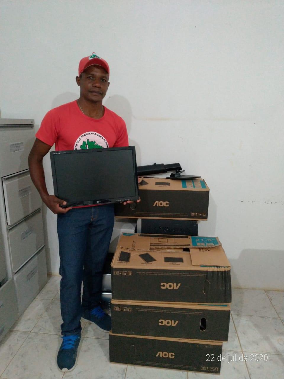 Assentamento no Norte da Bahia recebem doação de Computadores