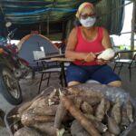 Mulheres Sem Terra do Extremo Sul da Bahia, preparam e embalam alimentos para doação no 08 de Março