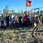 Agricultores do MST recebem suporte para preparo da terra e incentivo à produção de alimentos saudáveis em Prado/BA